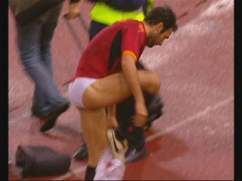 Famosos Desnudos Futbolista Mirko Vucinic En Calzones El Campo De