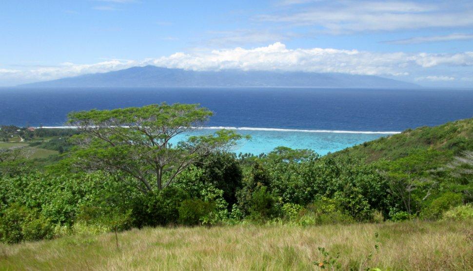 Panorama sur Tahiti au PK0 de Temae à Moorea