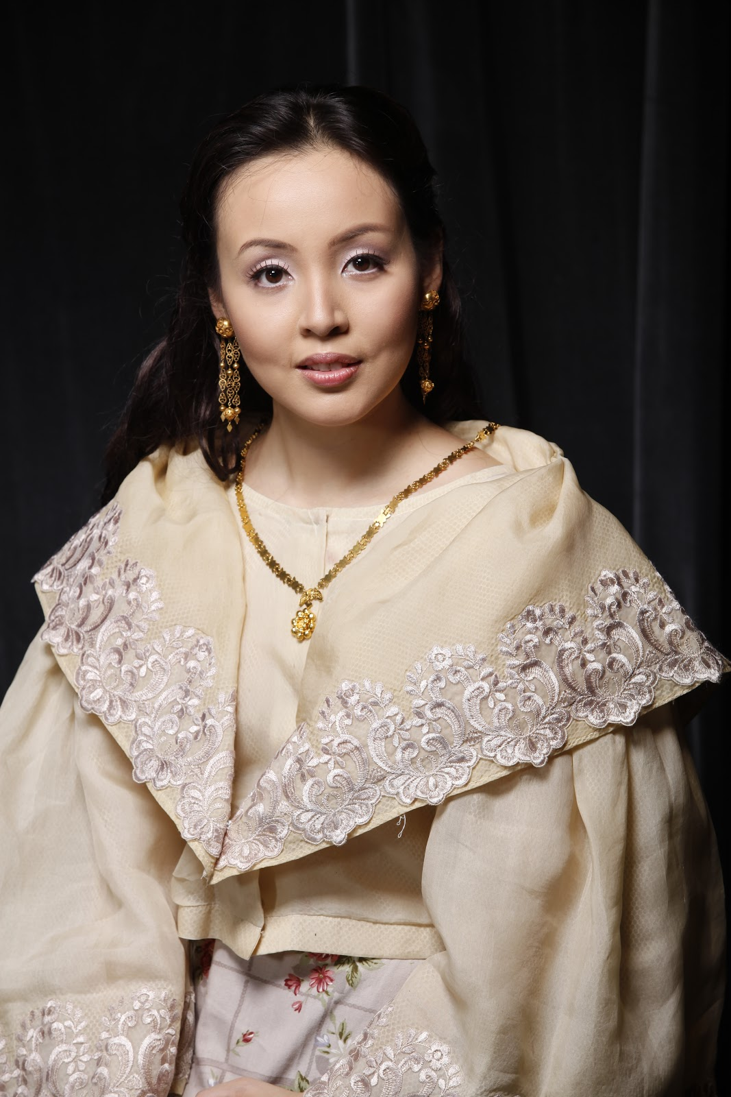 Philippine Costume of Maria Clara http://enjoyingwonderfulworld.blogspot.com/2011/08/noli-me-tangere-musical.html