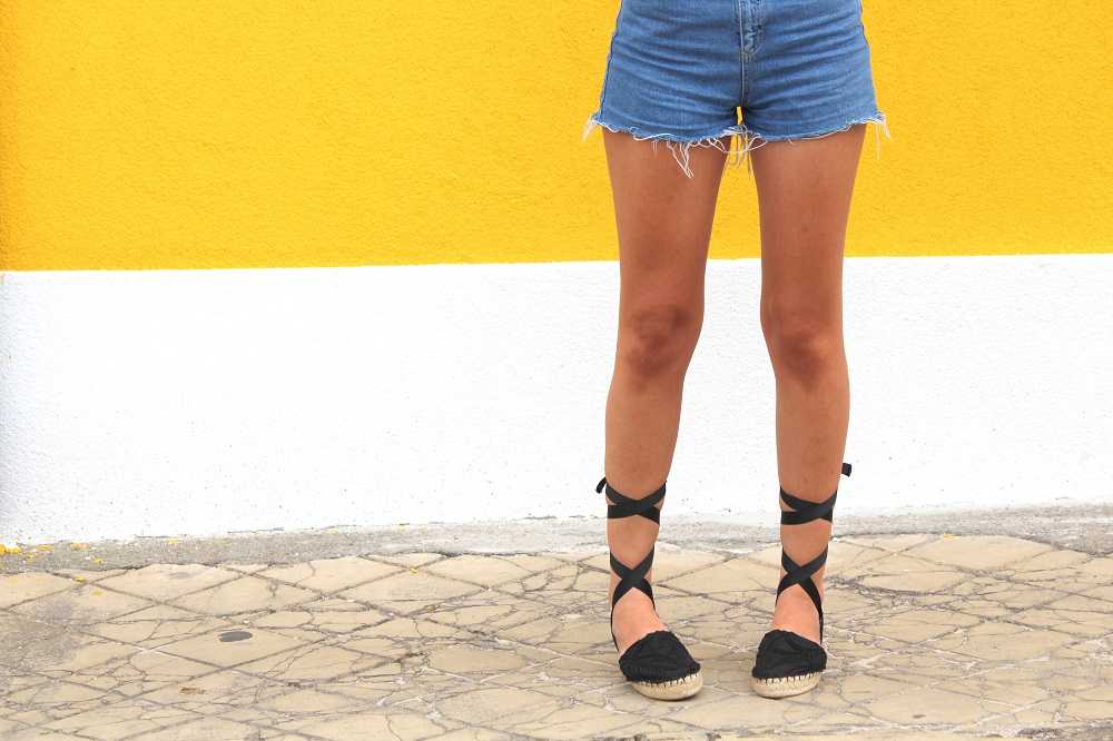 peexo fashion blogger wearing colour block blouse and denim mom shorts and espadrilles