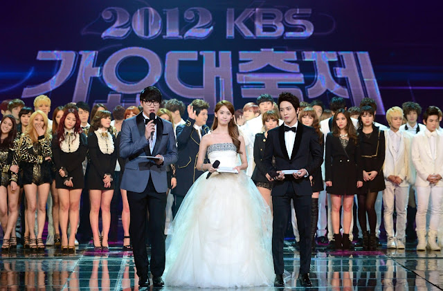 YOONA - JUNG YONG HWA MC 2012 KBS Gayoo Daejun