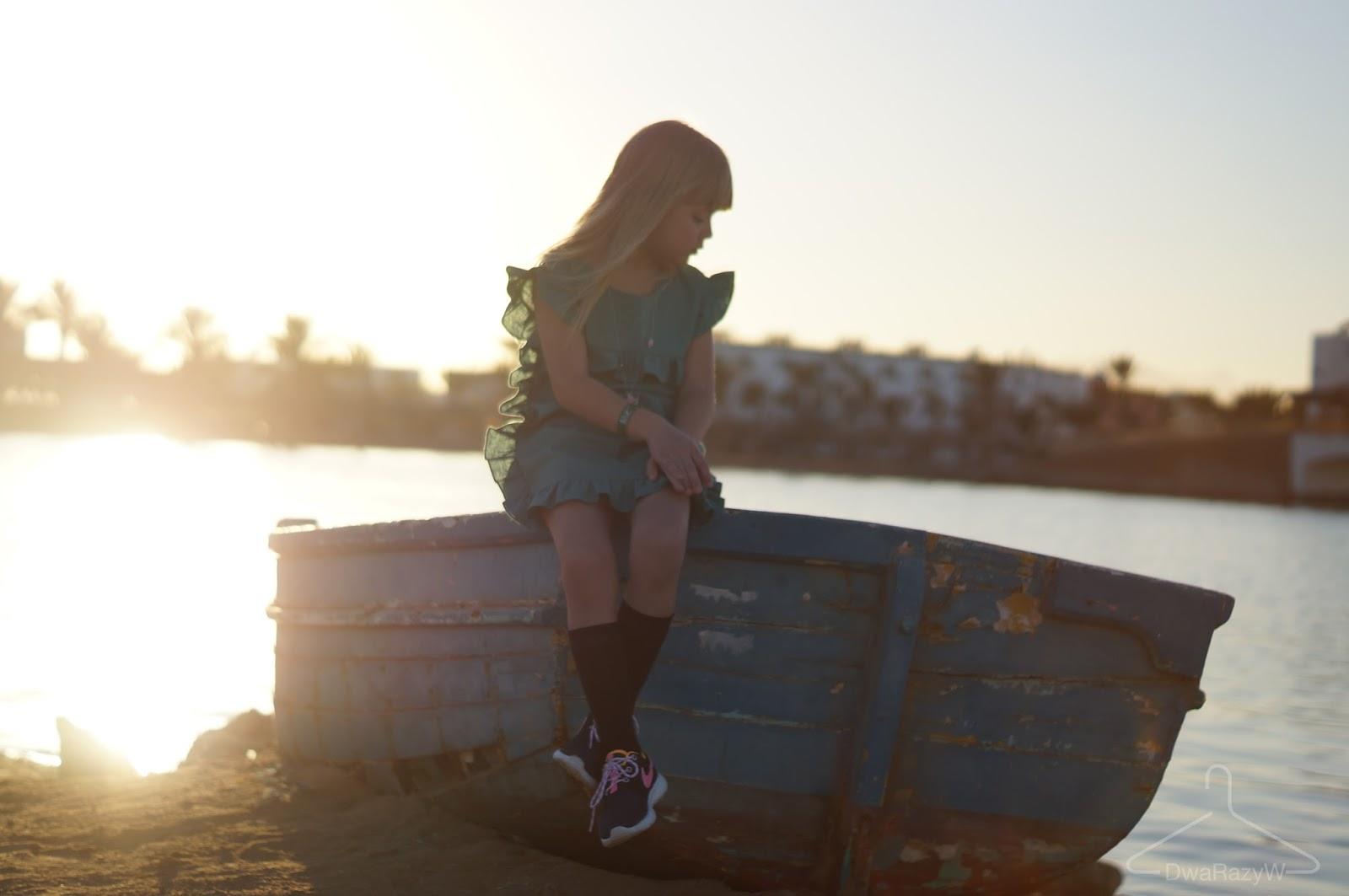 Blog o modzie dziecięcej DwaRazyW Lato zimą zachód słońca Foure`mki KotoKids Wiwiana