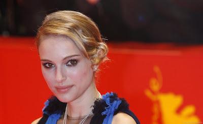 Hollywood Actress Natalie Portman Wallpaper-08