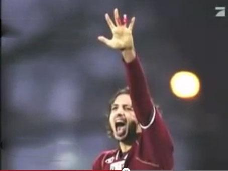 لاعب يفقد اصبعه اثناء احتفاله