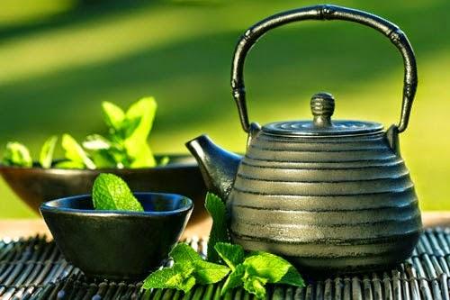 Công dụng làm đẹp bất ngờ của lá trà xanh