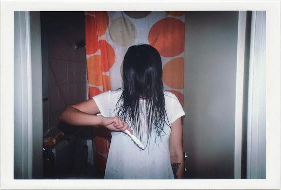dirty photos - fumus - GIRL MAKING HER HAIR