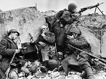 WW2 soldiers on Belorussian Front take a break