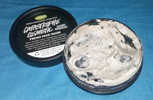 Lush Catastrophe Cosmetic face mask blueberry fresh