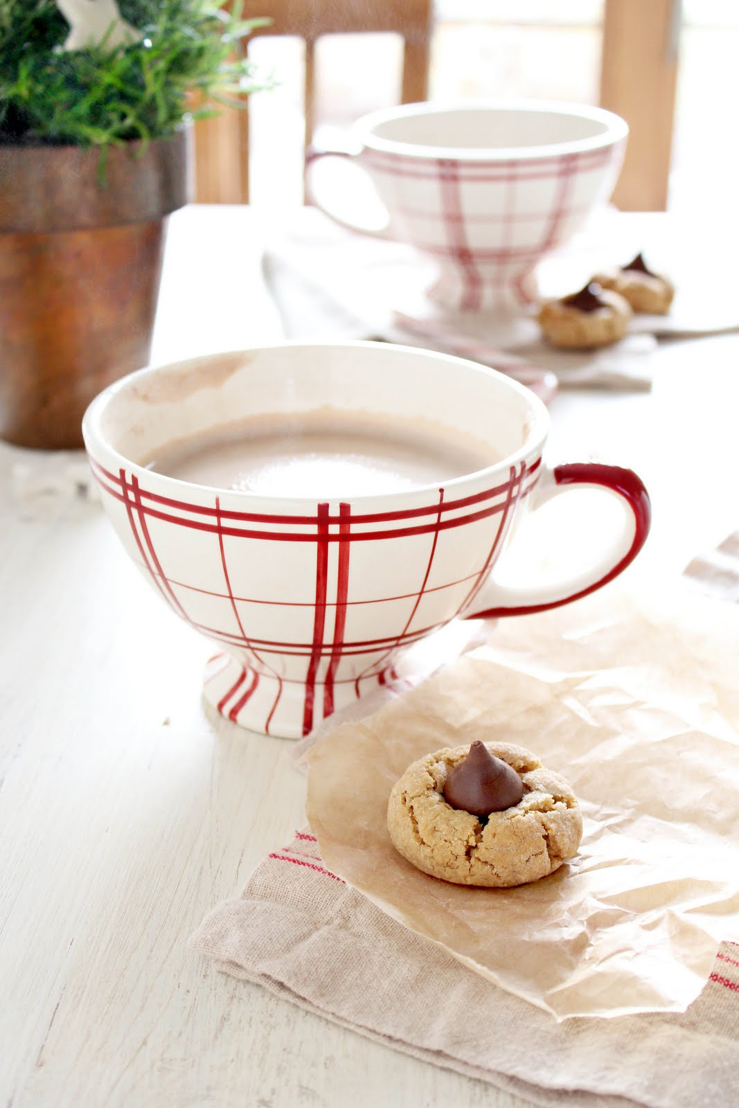 cookies and cafe au lait cups a rosy note. Black Bedroom Furniture Sets. Home Design Ideas