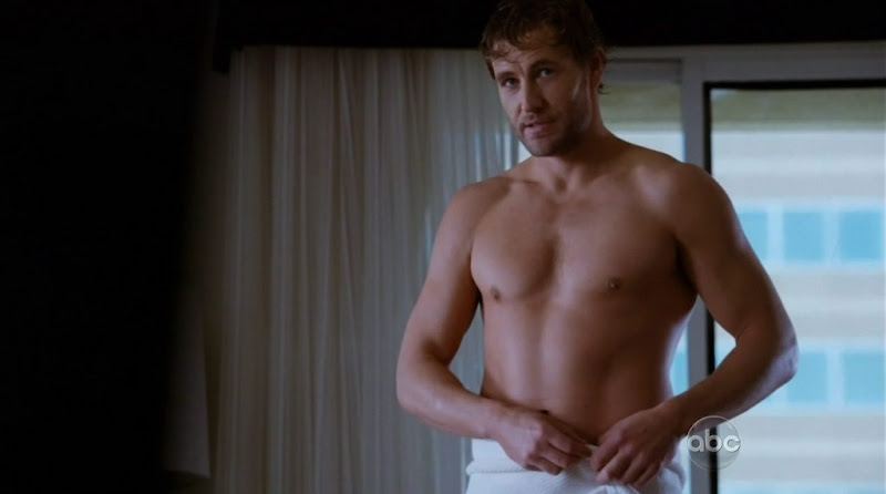 Brett Tucker Shirtless in Castle s4e20