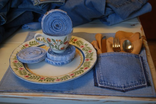 30 creative and cool ways to reuse old clothes for Creative ways to make a table