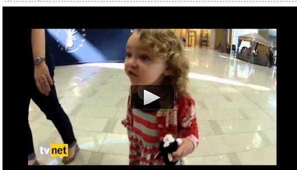 Aksi Spontan Gadis Kecil Ini Saat Pertama Kali Mendengar Azan Berkumandang