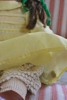 Muonamihen mökki - 50-luvun nuken pitsinen alushame