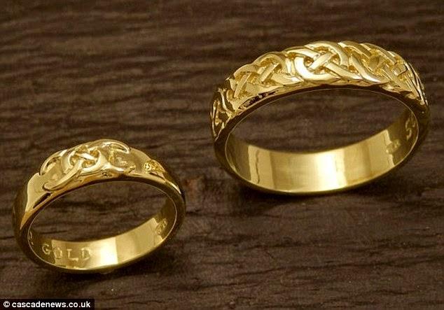 عاش 18 شهراً في الجبال لصنع أجمل خاتم لحبيبته منتديات