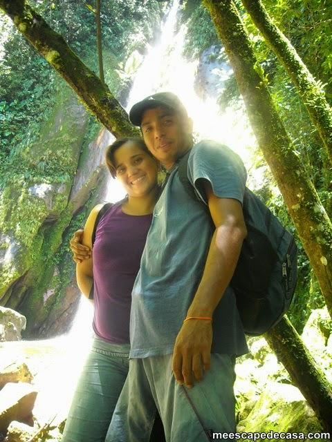 Checa y Gina en la segunda cascada del río Shilcayo (Cordillera Escalera, Perú)