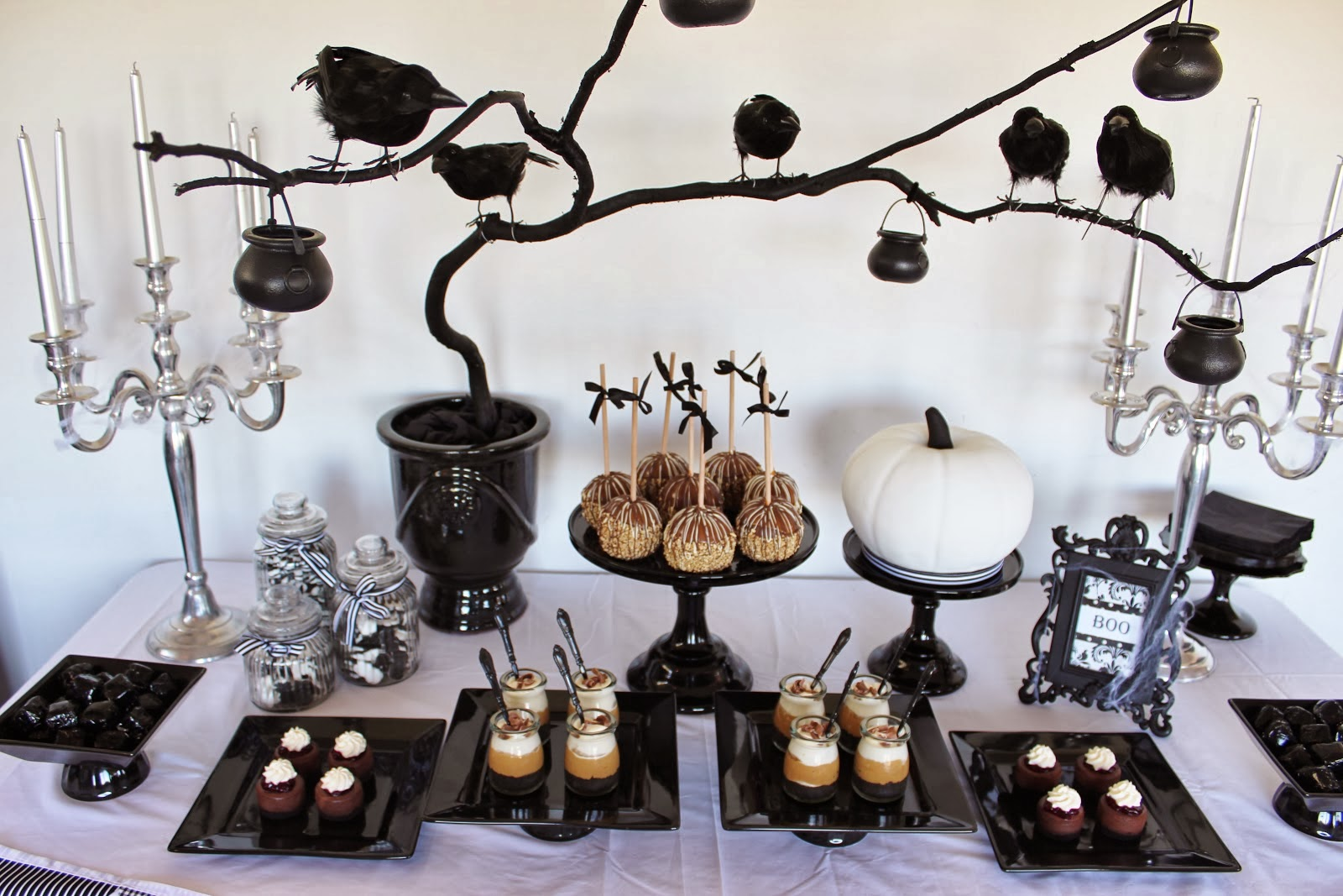 Stylish halloween decor t a n y e s h a - Deco de table halloween ...