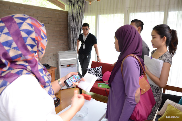 Everyone was intrigued how easily they could purchase item direct from their mobile at the Showcase Event