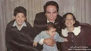 صورة للنجم المصري عادل إمام وأولاده  الثلاثة رامى وسارة ومحمد
