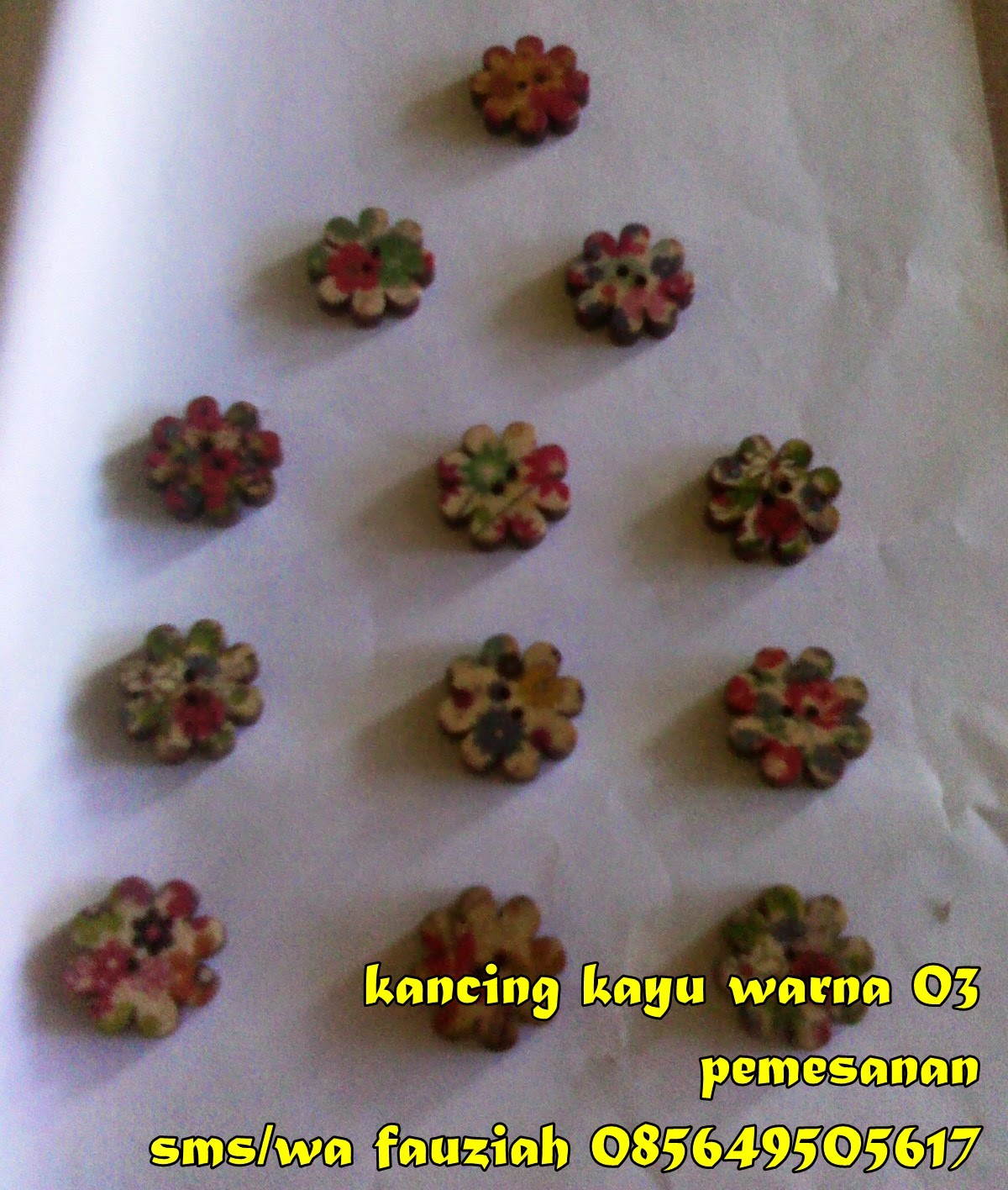 kancing Kayu Warna