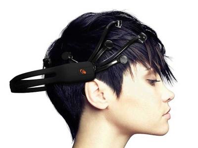 Set kepala ini dikatakan boleh mendapatkan maklumat rahsia menerusi interaksi dengan komputer.