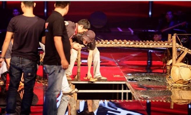 Sân khấu The Voice Kids bất ngờ sập khi đang phát trực tiếp