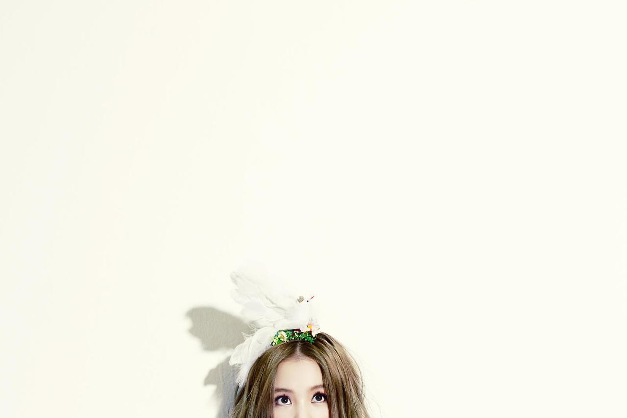 http://4.bp.blogspot.com/-BVPkithy-Eg/UT80MBcKU0I/AAAAAAAAgfg/MLks8jlx3Oo/s1600/Lee+Hi+First+Love+Wallpaper+6.jpg