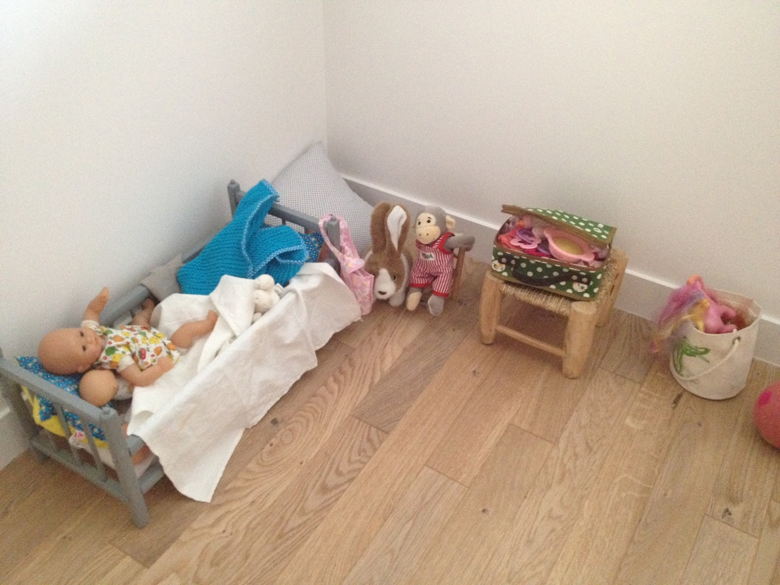 La girafe dans le placard id e d co de chambre d 39 enfant style loft for Idee deco slaapkamer baby jongen
