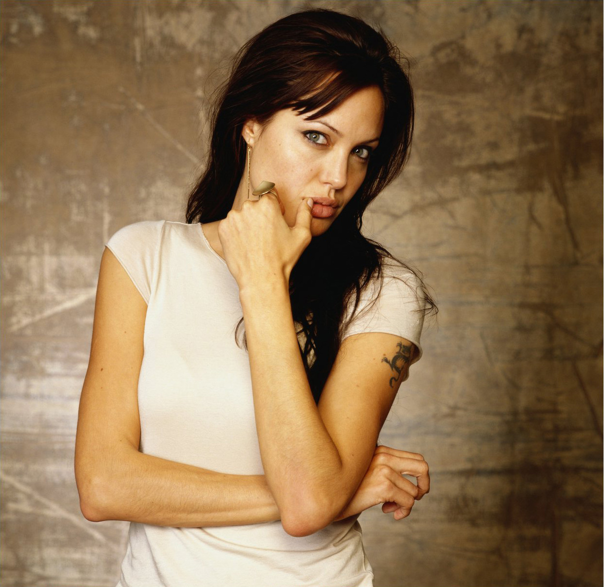 http://4.bp.blogspot.com/-BVSHMUyd3N4/TxmLsLhvb-I/AAAAAAAABbk/dhTkwLGKDaQ/s1600/Angelina-Jolie-Wallpapers.jpg