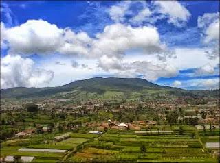 Gunung Tangkuban Perahu - Daftar Tempat Liburan untuk Berwisata di Bandung