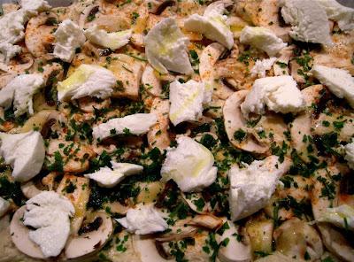 Ciuperci cu mozzarella topita si cimbru