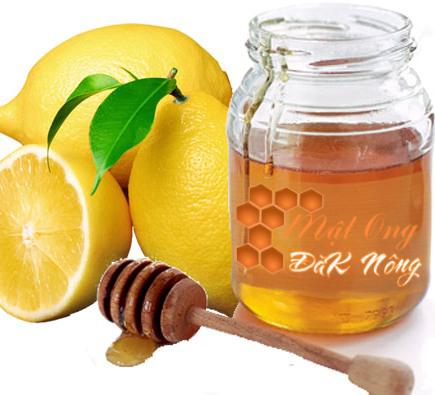 đắp mặt nạ trị mụn cám bằng mật ong và nước chanh