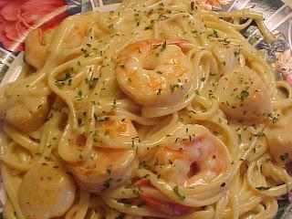 Linguine sauce crémeuse aux crevettes et aux pétoncles