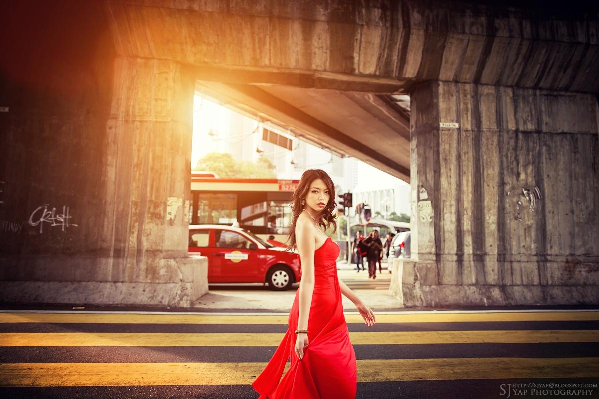 IMAGE: http://4.bp.blogspot.com/-BWCILeSyCow/TqeaCL_uu7I/AAAAAAAAB0s/21eH66e_X2M/s1600/red_dress_4.jpg