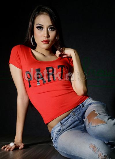 foto artis,hot,seksi,Dewi Charens,Model Majalah Pria Dewasa