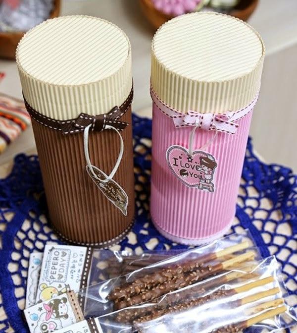 Caja de regalo cilíndrica con cartón corrugado ~ lodijoella