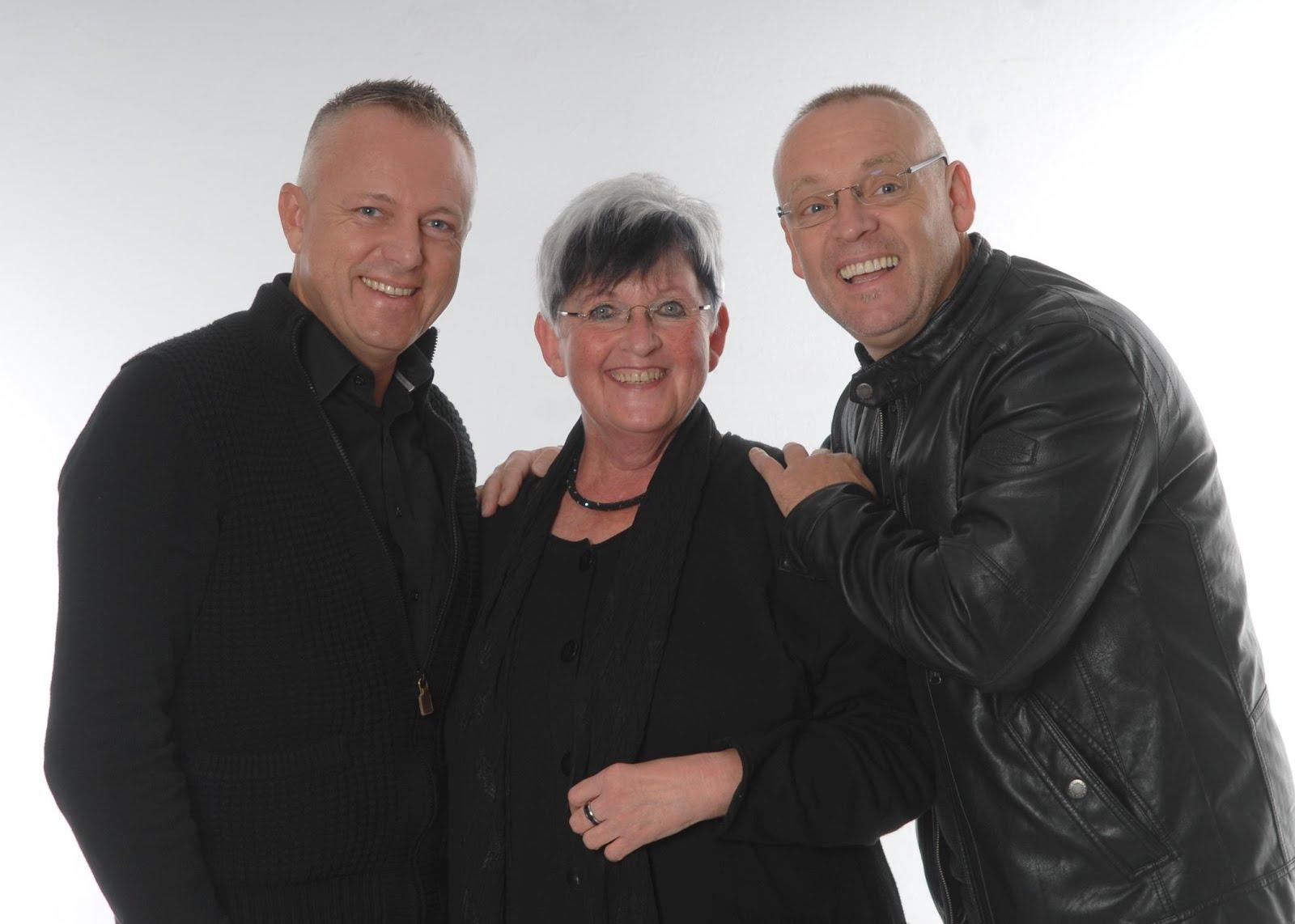 Mit meinen Freunden Christophe Bossu (Lyriker) und Andreas Koch (Konzertgitarrist)