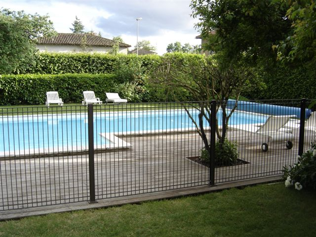 Cloture piscine creusee calais maison design for Cloture piscine