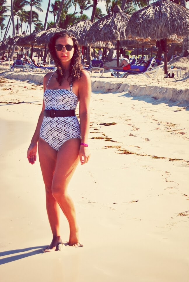 swimwear one-piece black and white beach tropical summer fashion joe fresh rayban clubmasters