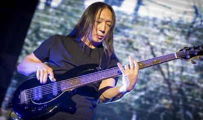 Pemain Bass Terbaik