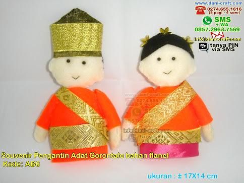 Boneka Pengantin Adat Gorontalo