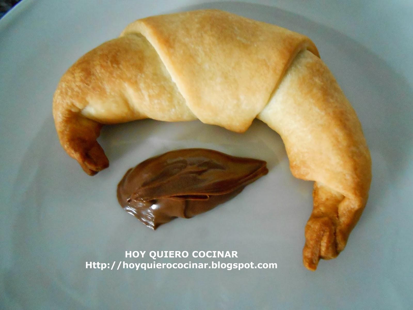 http://hoyquierococinar.blogspot.com.es/2014/01/croissant-de-chocolate.html