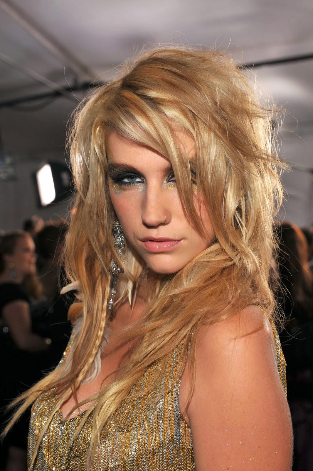 Kesha Nude Photos 16