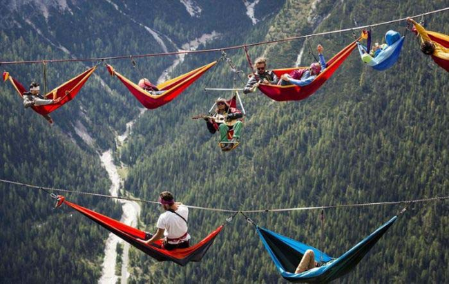Just a few of the high line thrill seekers taking a hammock break. One guy even brought a guitar. - Camping Is One Thing, But What These People Are Doing? It's Just Crazy.