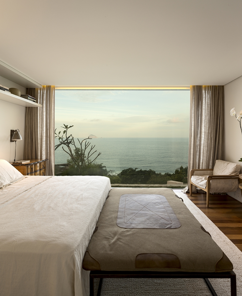 Amazing bedroom with the ocean view