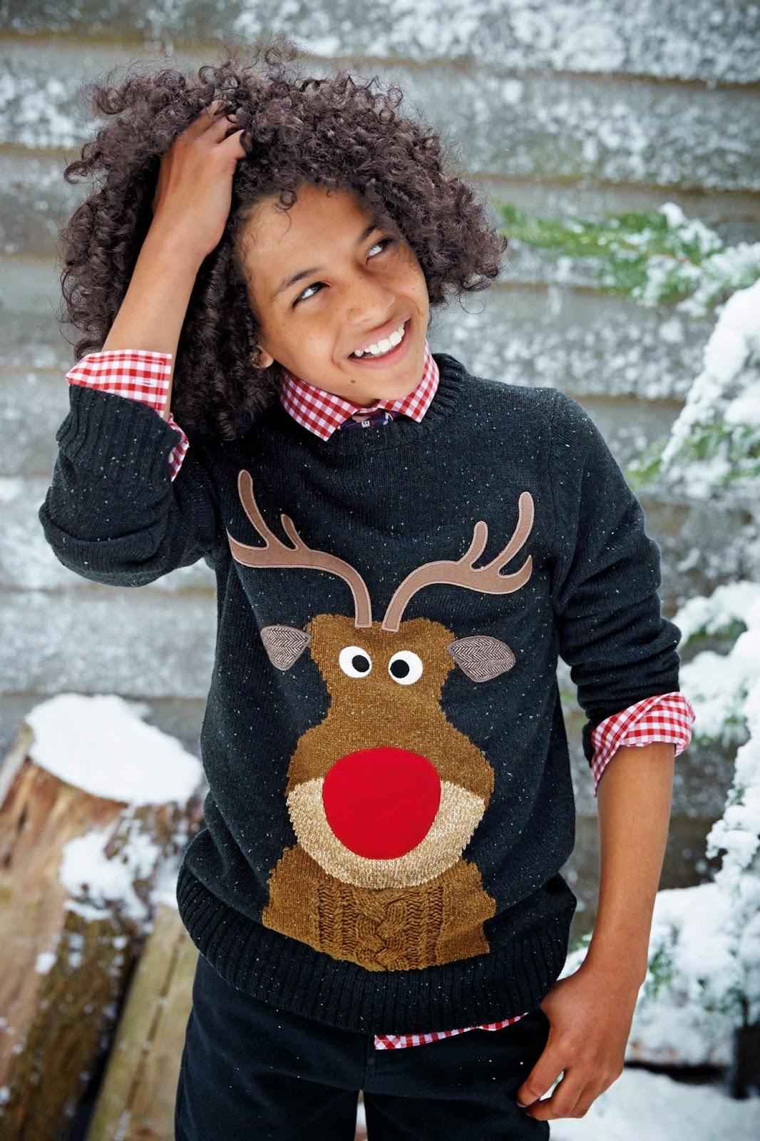схема вязания мужского свитер с снежинками и оленями