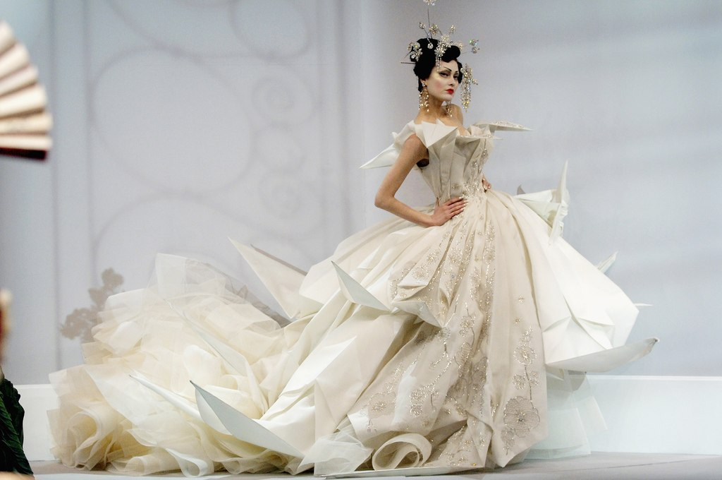 John galliano haute couture 2001 2004 2009 looklikemeblog for John galliano wedding dress