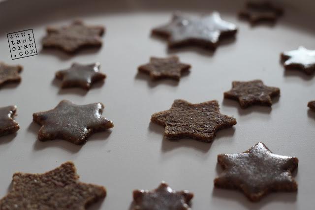 presni keks, raw cookies, bademi, cimet, urme, almonds, cinnamon, dates