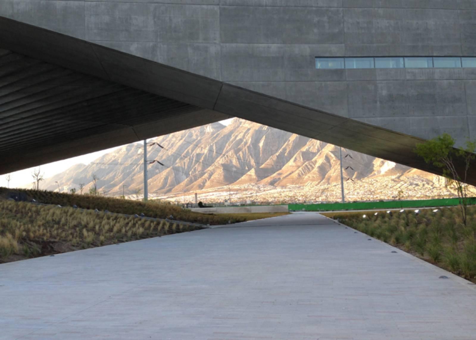 Architecture now and the future centro roberto garza sada for Architetto giapponese
