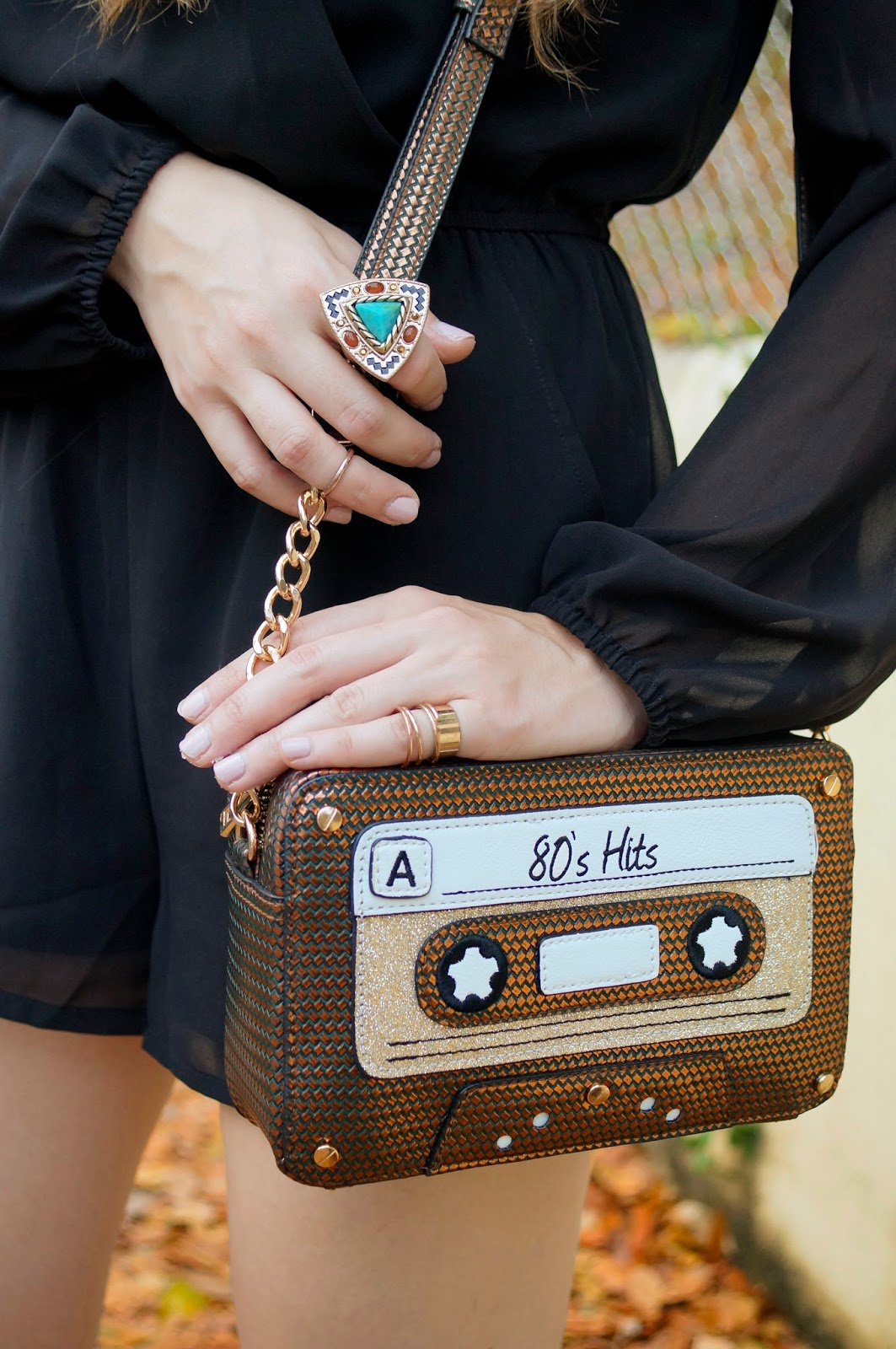 How adorable is this cassette purse!