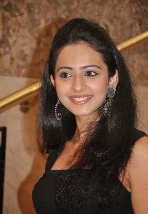 Rakul Preet Singh redhot sexy exposing her big huge round cleavage hot scenes of rakul preet singh